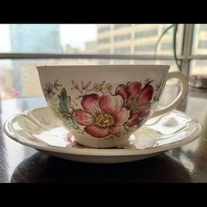 "Other - Johnson Bro's "" Windsor flowers "" Tea cup & saucer"